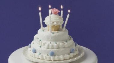 Birthday candles on a white cake — Stock Video