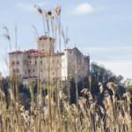 Rocca Borromeo fortress at Angera on lake maggiore, Italy — Stock Photo #70497487