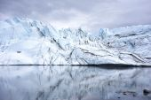 Alaska Glacier Reflection on a Lake — Stock Photo