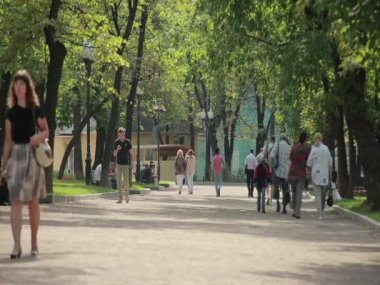 Moscow, Gogol Boulevard in the summer.  Passers 03 — Stock Video