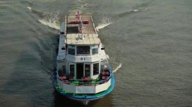 River boat — Stock Video