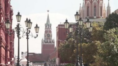 View of the Spasskaya tower  facing the Red square is one of the 20 towers of the Moscow Kremlin. — Stock Video