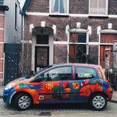 Painted car near house — Stock Photo