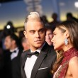 Постер, плакат: Robbie Williams and Ayda Field