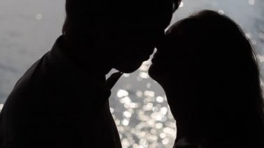 Silhouette of a kiss in slow motion — Stock Video