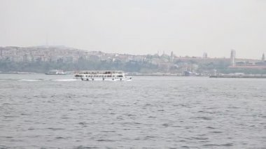 Panorama of Istanbul city and Bosfor on November 10, 2012. Istanbul is the largest city in Turkey, constituting the countrys cultural and historical heart. — Stock Video