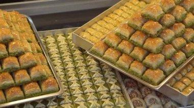 Delicious Turkish baklava in Istanbul — Stock Video