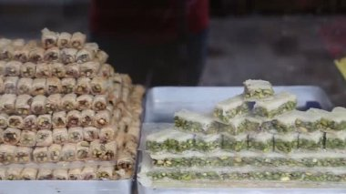 Delicious Turkish baklava in Istanbul — Stock Video