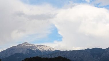 Panoramic view of snow mountains before storm. Turkey, Central Taurus Mountains — Stock Video