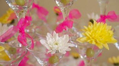Wineglasses pyramid wedding — Stock Video