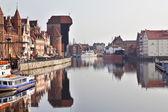 Middeleeuwse houten kraan in de oude stad van Gdansk, Polen — Stockfoto