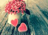 Rotes Herz und Blume. — Stockfoto