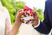 Wedding floral lock closeup in hands bride and groom — Stock Photo