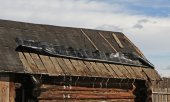 Old roof needs to be repaired — Foto Stock