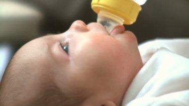 Infant drinking bottle — Stock Video