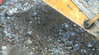 A backhoe scoops out gravel — Stock Video
