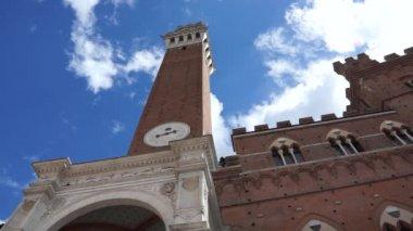 Torre del Mangia in Siena — Stock Video
