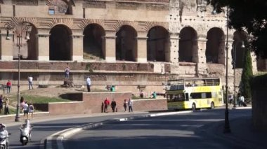 View of the Colosseum in Rome — Stock Video