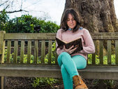 Pretty Woman Reading Book on Park Bench — Stock Photo