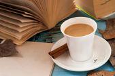 Coffee in books — Stockfoto