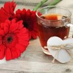 Black tea and beautiful flowers — Stock Photo #72927829