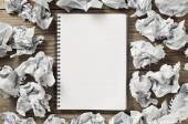 Notepads and crumpled paper — Stock Photo