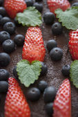 Decoration on the cake made from leaves, blueberries and leaves — Stock Photo