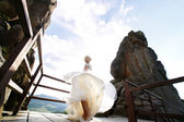 Bride spins between the mountains against the sky — Stock Photo
