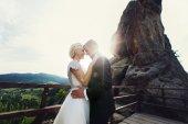 Bride groom on mountain — Stock fotografie
