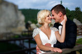 Wedding couple dope on the mountain — Stock Photo