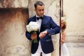 Čekání na nevěstu ženich — Stock fotografie