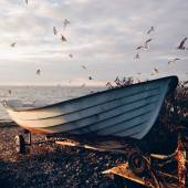 Boat on shore of sea — Stock Photo
