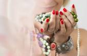 Bouquet of red nails and jewelry — Stock Photo