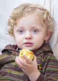 Cute Blond Boy with apple — Stock fotografie