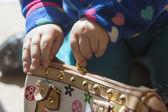 Little girl's hands opens a wallet — Stock Photo