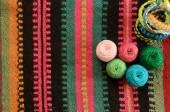Пряжа для вязания на тканном полотне — Stockfoto