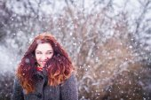 Natural portarit of young woman in snowy weather — Stock Photo