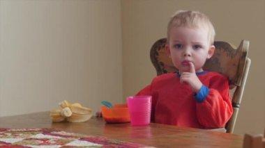 Toddler boy eating his breakfast — Stock Video