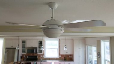 Cieling fan spinning in a house — Stock Video