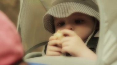 Baby eating lunch in backpack carrier — Stock Video