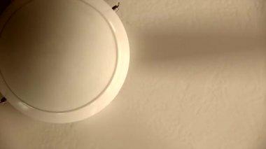 White ceiling fan turned on — Stock Video