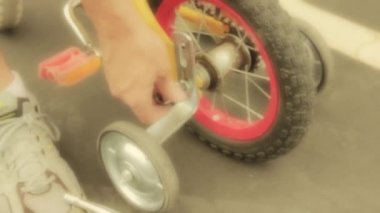 Training wheels on bicycle — Stock Video
