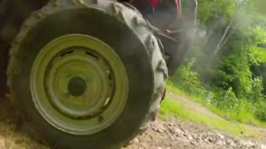 Wheeler traveling on a dirt road — Stock Video