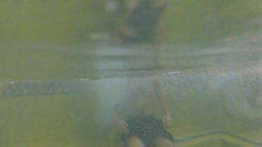 Sıcak bir küvet içinde adam — Stok video