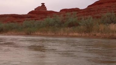 Mexican hat on the san juan river — Stockvideo