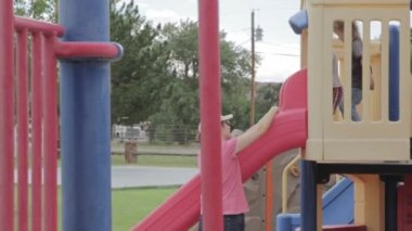 Children playing on the playground — Stock Video