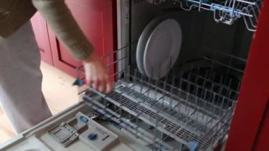 Woman loading dishes — Stock Video