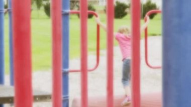 Girl playing at the park — Stock Video