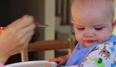 Mother feeds baby boy — Stock Video