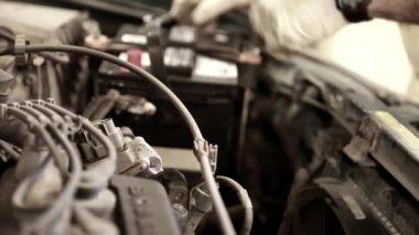 Auto mechanic working — Stock Video